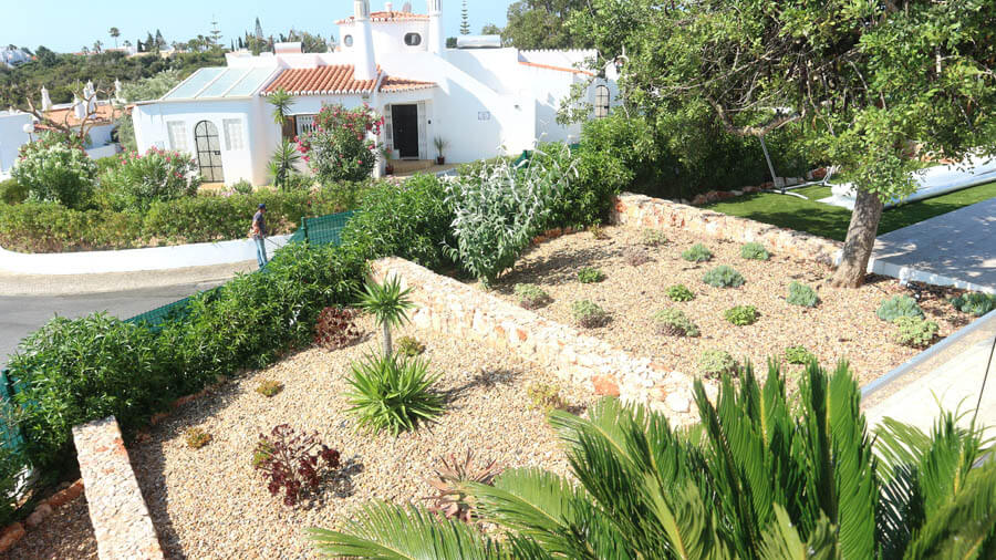 Service dry garden terrace
