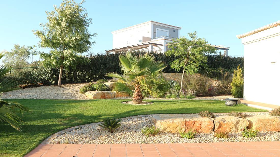 https://www.vitalgardens.com/wp-content/uploads/2020/03/Stone-Golf-Resort-House-Garden-10.jpg